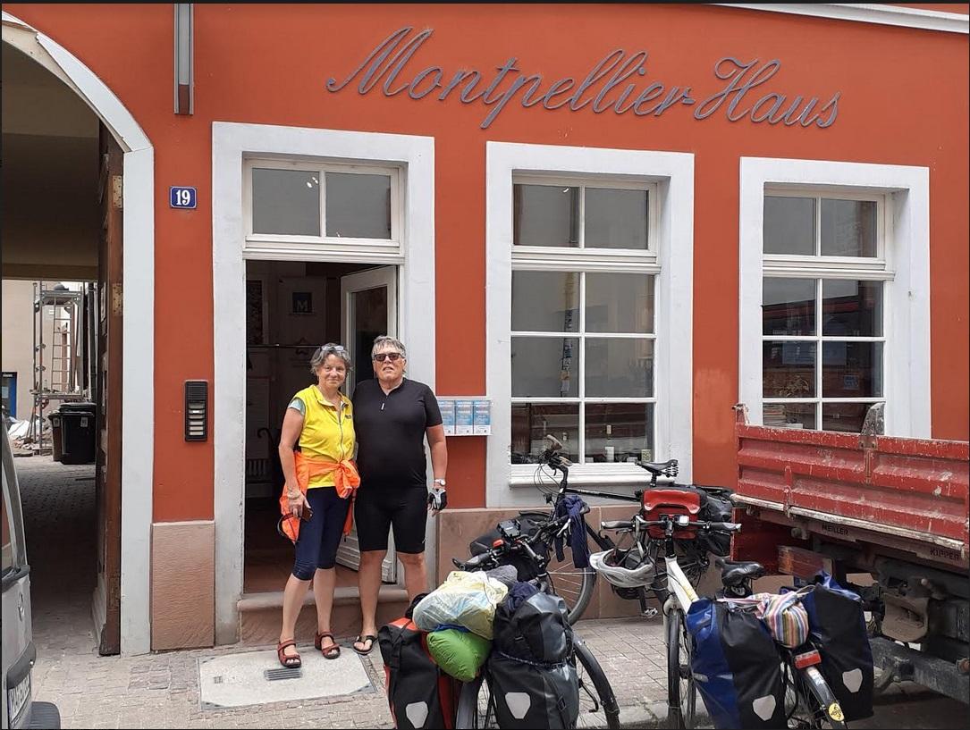 Daniel & Hanna arrivent de Berlin à vélo; lieu: Comptoir de l'Arc